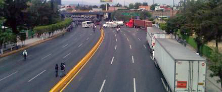 Se-retiran-normalistas-del-bloqueo-salida-a-Salamanca_mainstory2