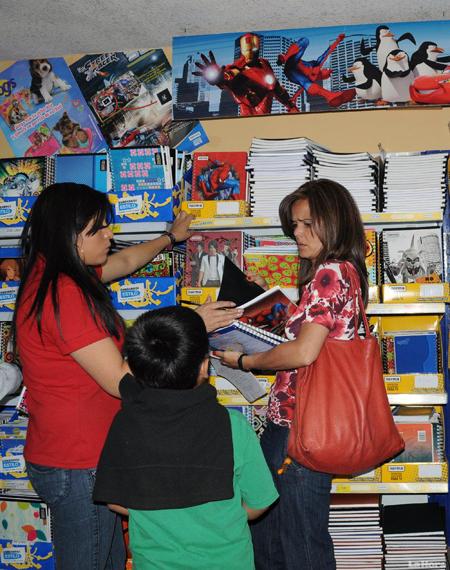 Papelerías son afectadas por comercio informal, cierra 15 por ciento