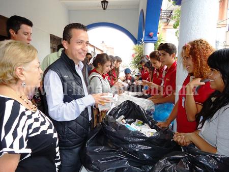 Bachilleres Los Reyes realiza colecta de medicamentos
