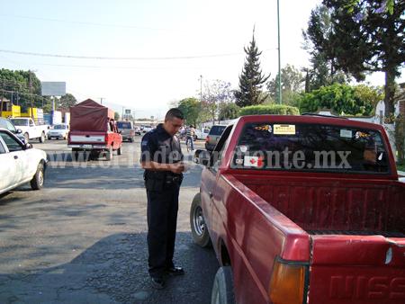 Multan con casi mil pesos a motociclistas y automovilistas