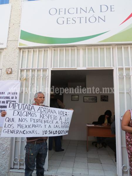 Ciudadanos  piden a diputada federal los tome en cuenta para foros de consulta