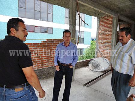 Supervisa Toño Salas avance en aula de Supervisión Escolar 07