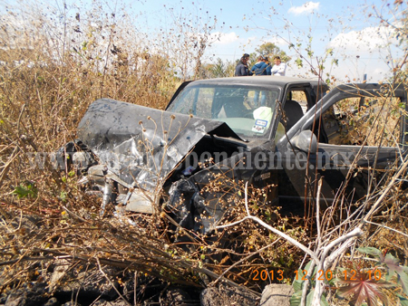 Mujer fallece en choque de tres camionetas