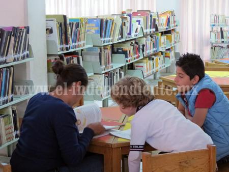 Biblioteca municipal recibió 200 libros Braille y 40 audio libros