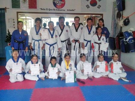 Examen en Escuela Jaguares de Taekwondo Zamora