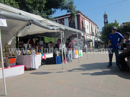Lamentan artesanos de Jiquilpan trato preferencial a expositores de otros estados