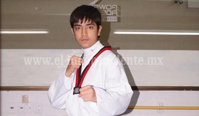 Arturo Ballesteros de villas Taekwondo México al Regional de TKD