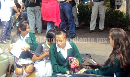 Acusan disposición ilegal de plazas de docentes jubilados