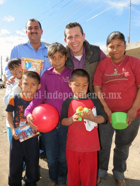 Miles de niños jaconenses felices con Reyes Magos