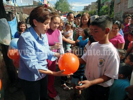 Diputada Kena Méndez repartió más de 300 juguetes y cobijas en zonas marginadas