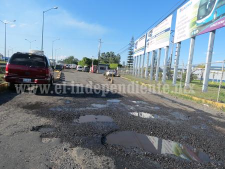 Continúa en pésimas condiciones la arteria de acceso a la Central Camionera