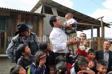 Llevó Silvano Aureoles alegría a miles de niñas y niños