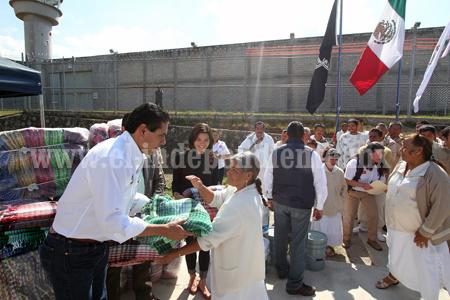Silvano brindó apoyo en localidades del distrito de Zitácuaro