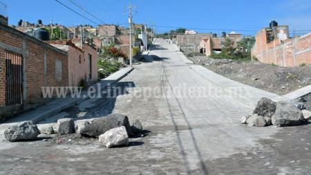 Calle Juan Cuevas en Lomas de Santiago, obra con sentido humano