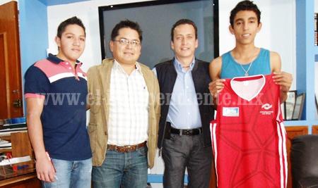 Alumnos del CONALEP recibieron uniformes deportivos