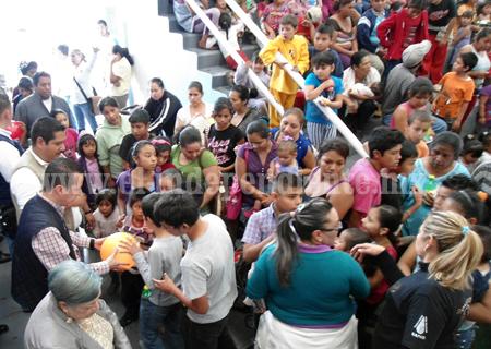 Toño Salas y el DIF celebraron a los niños en el Día de Reyes