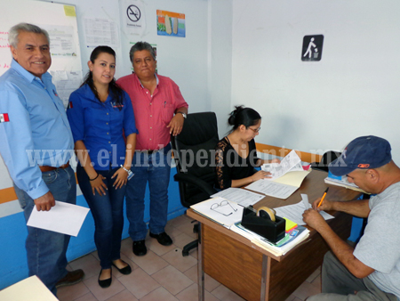 Productores de Los Reyes continúan trámite de recepción de apoyos