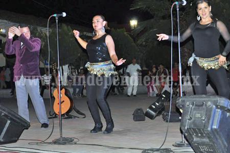 Con baile celebraron a los enamorados en Ecuandureo