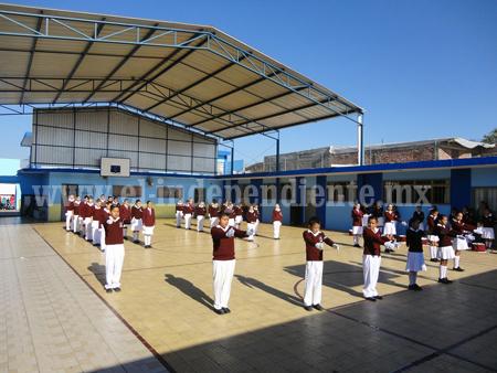 Emotivo acto cívico en la Escuela Vicente Guerrero