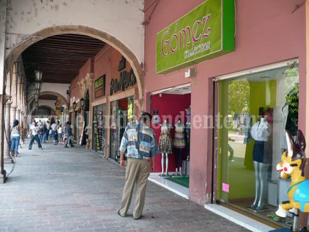 Importación ocasiona que vendedores de ropa mexicana  vayan a la quiebra