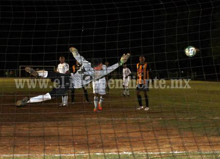 Real Zamora ganó 1-0 de visitante al Atlético Ecca.