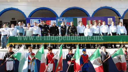 Conmemoran a la Bandera Nacional en Los Reyes