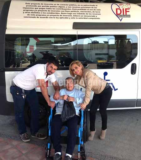 DIF Sahuayo entregó sillas de ruedas