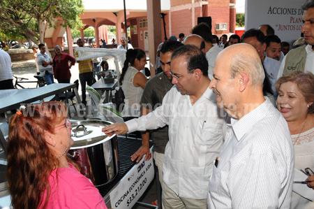 ENTREGAN GOBERNADOR Y SECRETARIO DEL TRABAJO APOYOS POR  2.3 MDP PARA FORTALECER EL EMPLEO