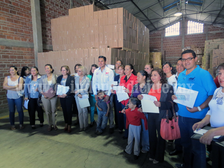 Entregan más de 650 mil pesos en becas para discapacitados