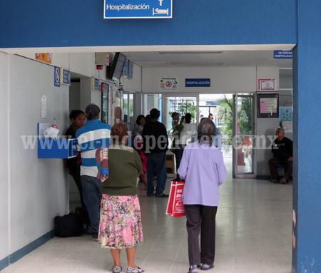 Denuncian negligencia en hospitales públicos