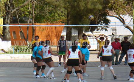 Las chicas de Jaza Super Campeonas del Torneo de Voleibol de Madres de Familias