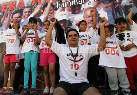 Más de mil corredores acompañaron a Silvano en su tercera carrera atlética