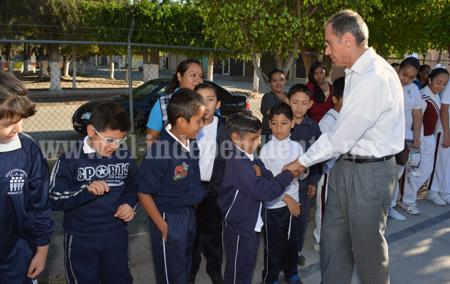 Francisco Sánchez entrega recursos del programa escuelas de calidad