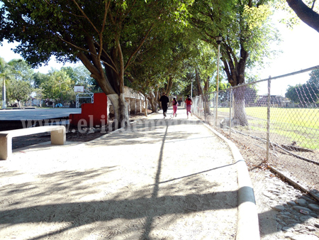 Terminan pista de atletismo en Los Reyes