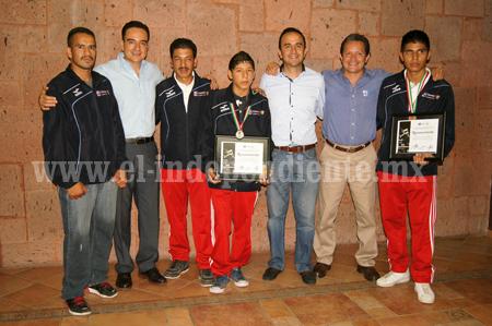 Reconocimiento a boxeadores que ganaron medallas en la Olimpiada Nacional 2014