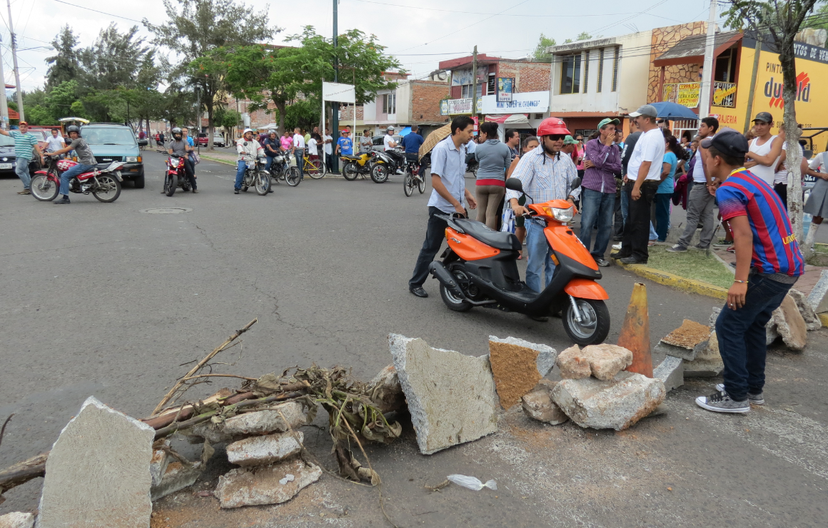 Vecinos bloquearon avenidas 20 de Noviembre, Ferrocarril y el paso a la UPN
