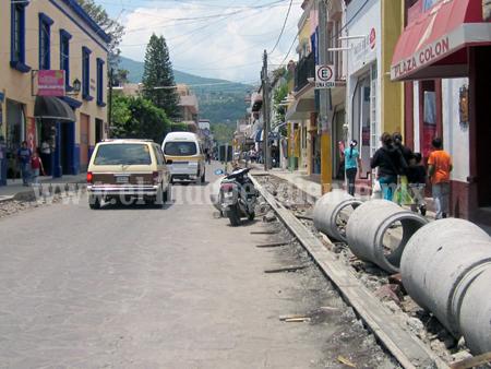 Difieren comerciantes y responsables de Pueblo Mágico por obras en Jiquilpan