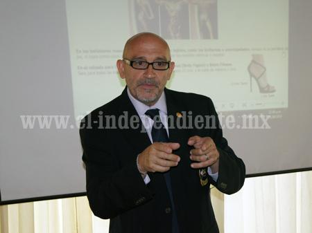 José Tomás Ramos Muñoz impartió charla en el Congreso Nacional de Jueces de físico constructivismo.