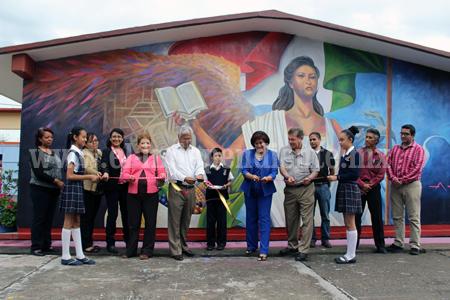 Presidencia Municipal de Zamora entregó murales nuevos a escuelas de la ciudad