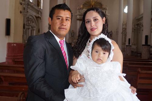 Camila Nicole recibe su primer sacramento