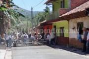 Pavimentan calle en Atapan