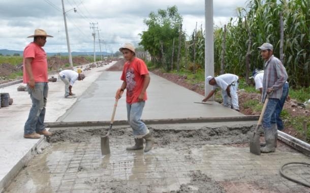 Prosiguen los trabajos en el camino a Flamingos