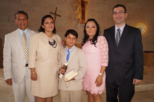 Avelino recibe la primera comunión