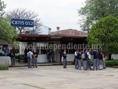 Por cuestiones sindicales suspendieron clases en el CBTIS 52