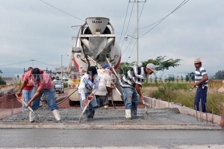 Reanudan trabajos en el camino a. Flamingos