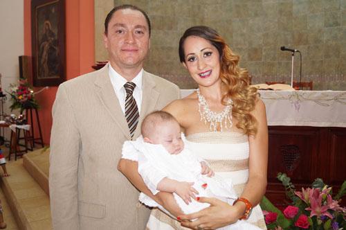 Santino recibe el bautismo
