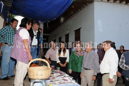 Gobernador Salvador Jara recorre los municipios para atender las necesidades