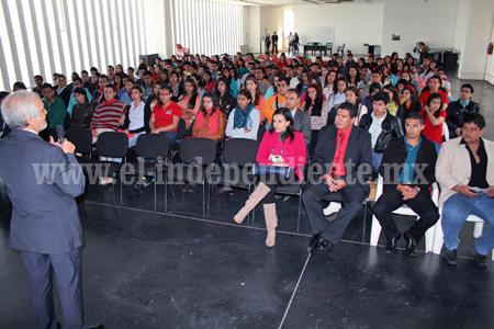 Alumnos de Ingeniería en Gestión Empresarial celebraron su día capacitándose