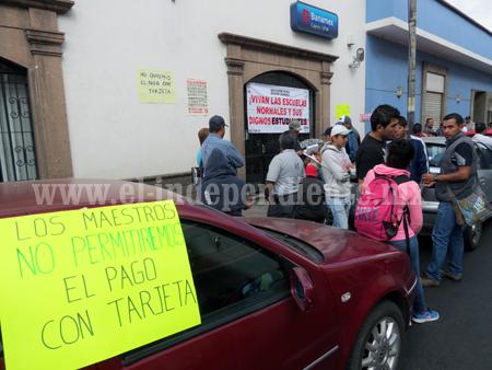 Profesores  de la CNTE bloquearon Bancos de Zamora, Jacona y Tangancícuaro