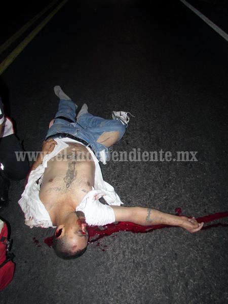 Motociclista muere tras ser atropellado en el libramiento de Zamora